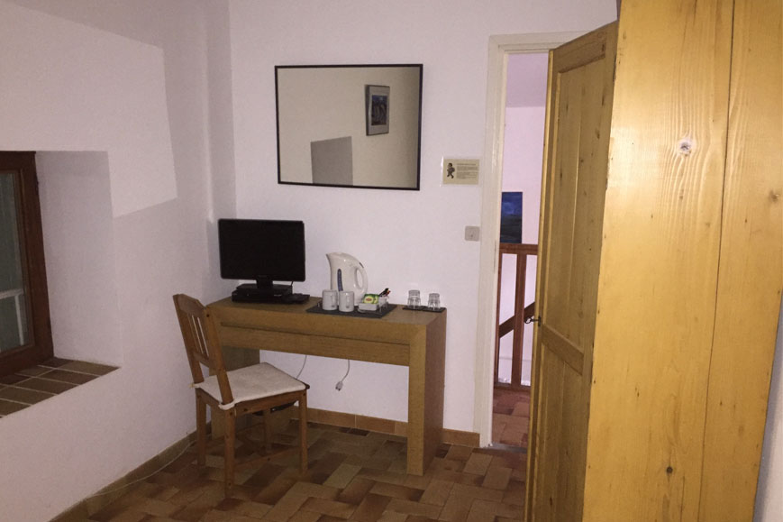 Gay Bed breakfast south france room rent desk tv